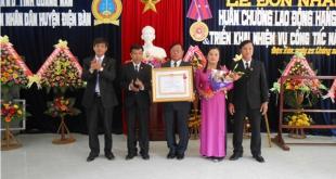 Tòa án thị xã Điện Bàn đón nhận Huân chương Lao động Hạng Nhì